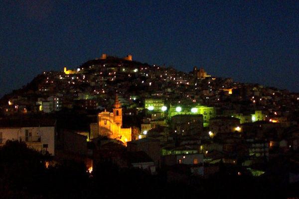 Agira_-_By_night_-_panoramio
