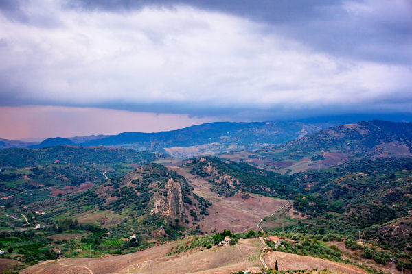 view-typical-sicilian-countryside-from-leonforte